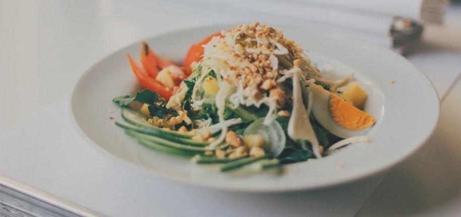 Gesunder asiatischer Nudelsalat